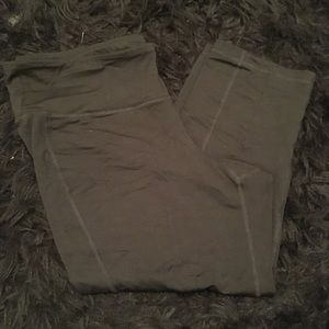 USED Old Navy Fitted Capri Workout Pants